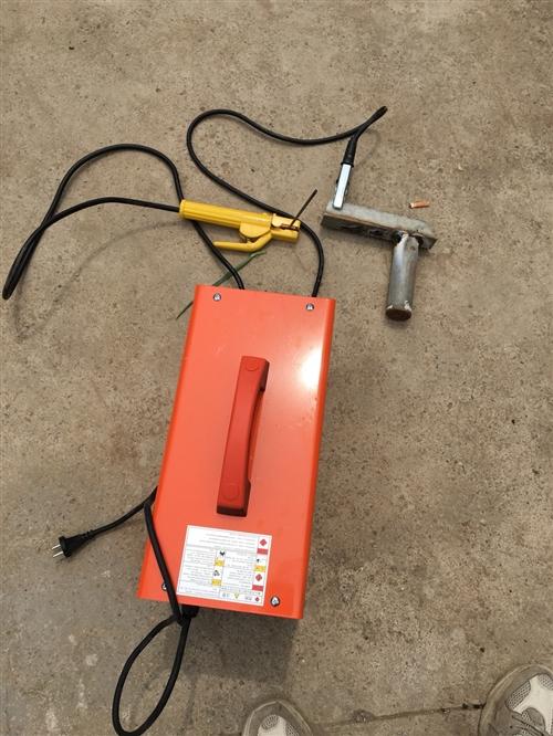 出售電焊機一臺。 220v~380v自動切換。 價格不貴, 全國統一售價1680。 用了兩次,只要...