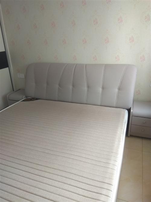 1.8米席夢思,25cm棕加乳膠床墊,拆封后發現有點大了,原價3500現1800出售,床加床墊價格...