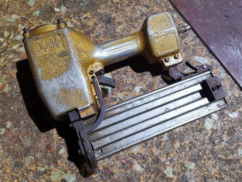 气钉枪钢钉直钉蚊钉码钉枪木工工具气动电动工具