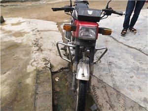 钱江摩托(555),2013年6月份买的。自家的家用摩托车。没有任何毛病。手续齐全。