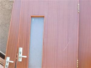 房子装修淘汰下的门,有需要的可以,质量很好