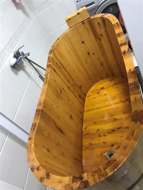 本人有8成新美容床4個,50元一個低價出售,另有大功率冷風機一臺低價出售,木制泡澡桶一個低價出售,聯...