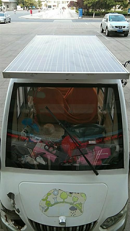 电动四轮车带有一块太阳能充电板一米四,长两米,光电瓶也能跑八九十里五块大电瓶,水电瓶一百九十安的,孩...