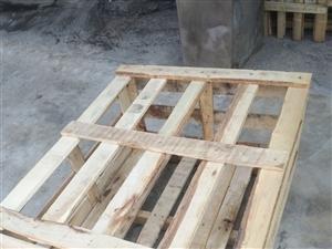 木箱子,�L120cm,��90cm,高50cm,���w。有�装��。