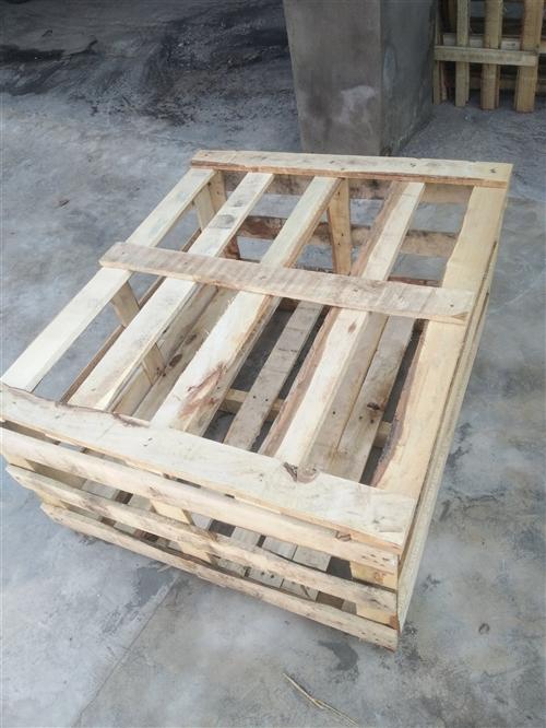木箱子,长120cm,宽90cm,高50cm,带盖。有几百个。