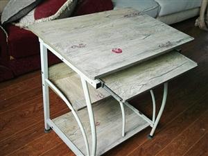 简易电脑桌,才买2个月,一?#22411;?#22909;无损,轻便耐用,只要30元,可?#22253;?#24537;送到楼下。