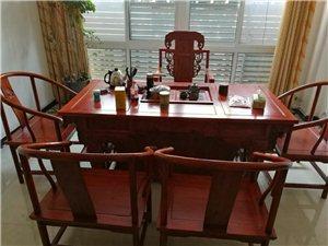 因�T市到期,出售沙�l,喝茶的��木桌子