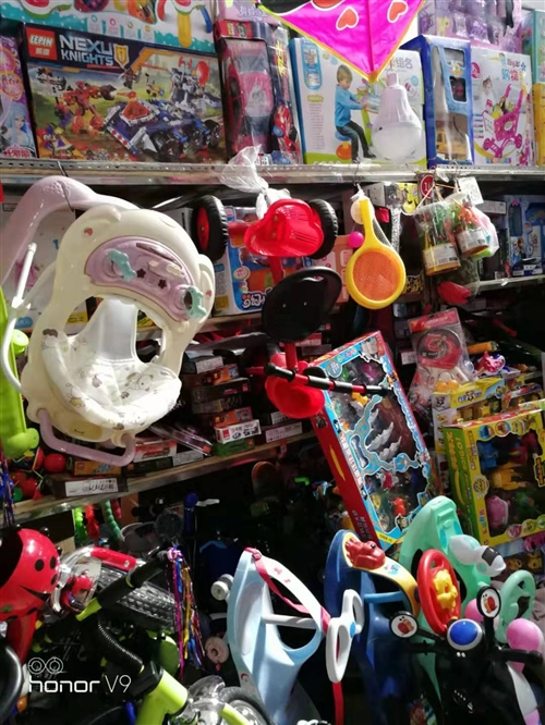 圈樓有一玩具店出兌,位置好把邊,低價出兌,電話15847587231,非誠勿擾!