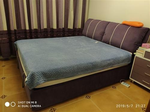 席梦思双人大床,光明牌床垫就一万多买的,整体全套两折,九九新买到赚到,诚货诚心要可大减价!