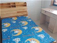 实木床,1米2宽,连床垫一起低价处理550元。