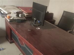 7.8成新的办公桌,有需要的联系