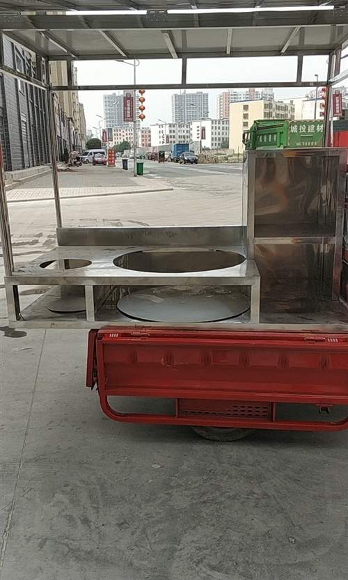 出售小吃车架,全不锈钢现在便宜出售,有?#34892;?#36259;的可以联系,微信号就是手机