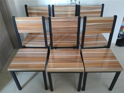 9成新椅子,每個20元一共六把,低價售。