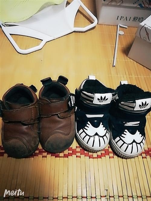 童鞋 宝宝1岁的时候买的就穿几天,第二年就小了,建议1岁到1岁半可以穿!冬天加绒的! 本交易仅支持...