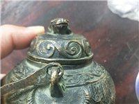 铜壶一个。
