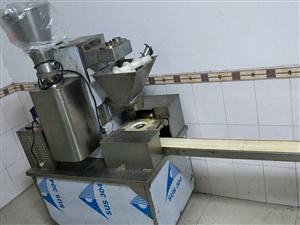 包子饅頭機,一小時能做1800個,八九成新,有意者聯系我15984187676小劉