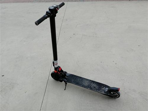 高配置电动滑板车,续航35公里,六月二号买的,骑了一次,用不到了,有意者私聊15801581680