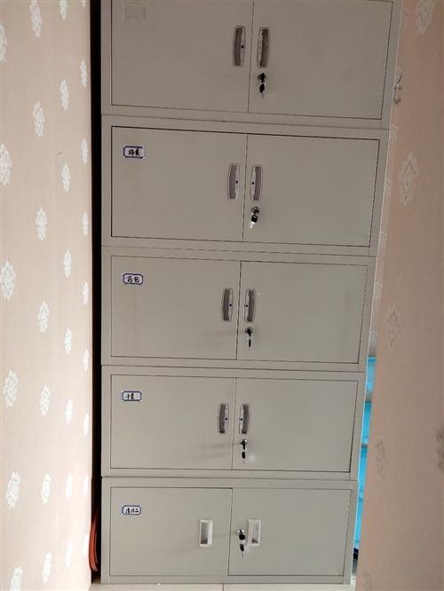 十節鐵皮柜。9.9成新店面升級超低價甩