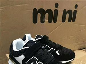 此�鞋全�a,男女款都有,8元一�p。夜市�[��,各�N�齑嫘�包,衣服。批�l15881224646微信