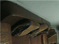 出售舊沙發,茶幾,電視柜,1.5米床及床墊(帶床頭柜)有破損!但使用功能正常!總價200元!自己上門...