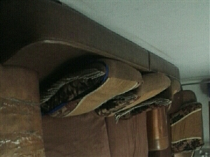 出售旧沙发,茶几,电视柜,1.5米床及床垫(带床头柜)有破损!但使用功能正常!总价200元!自己上门...