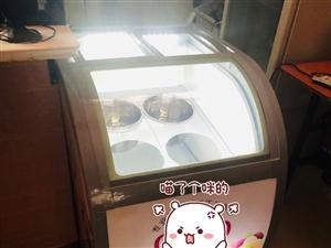 被公司坑了,品牌冰淇淋展示柜4000多买的,全新的,然后发现人少用不上。操作台2000多买的,用了一...