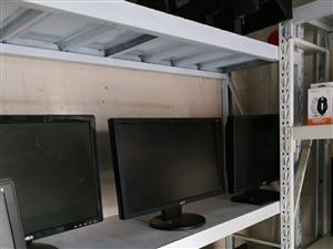 �R泉出售i3 7350k主�C4�_,成色�⒔�全新,配置  h110主板,�却�8g,120g固�B,�理器...