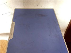 �F�A售桌子一批(6月27日售�u) �{色桌面的7�� �S色桌面的12�� �L�l木桌子10��  一...