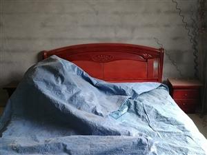 床,不锈钢桌子,周转箱,电机,全都便宜处理了。