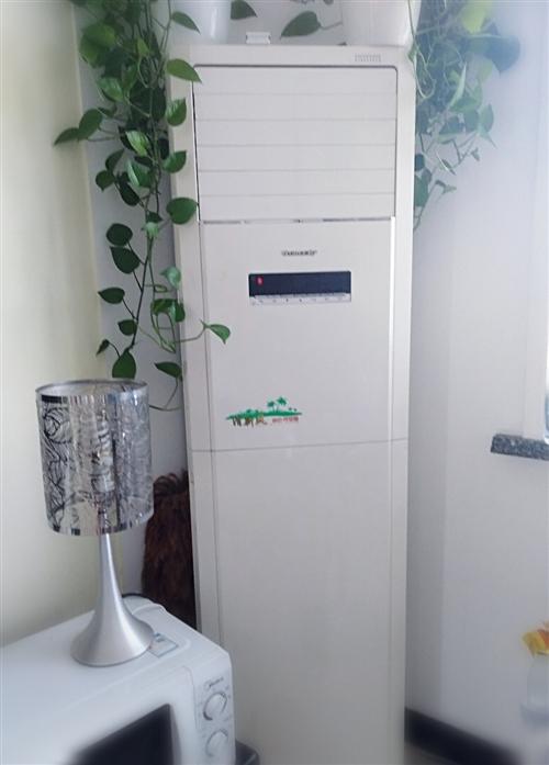 格力立式空调一台,海尔挂式空调三台,九成新,海尔冰箱一台,全套要低价出售!!价格面议!随时看货!!