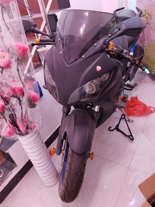 出个人闲置摩托车,当时花了8000买的,现在只跑骑了400公里,成色很新,一?#20493;?#27809;有骑,