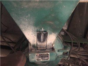 出二手磨面机(非面粉)电机老点但是能用,斗子8成新。