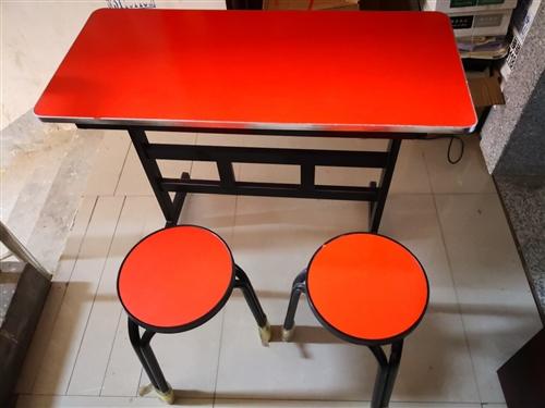 处理一批9成新课桌凳,有20套左右,长100cm宽45cm,100元一套,一个桌子和两张椅子,另外还...