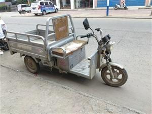 二手电动三轮车出售,电瓶年后新换的大电瓶,轮胎也是年后新换的。便宜处理!