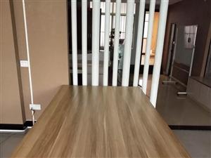99新办公6人位长桌,120*240长宽,超厚。只要 590元。小桌子4张,60*120,只需60元...