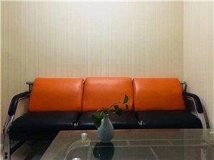 金龙现代广场 2室 1厅 1卫1500元/月