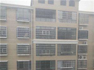 县政府旁【湘天国际旁】电梯毛坯5楼  3房2厅2卫 46万