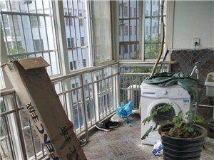 蓝湾嘉园步梯五楼,中装修四室急卖,价格美丽