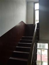 梦笔路天地房 三层半6室 1厅 3卫126万元