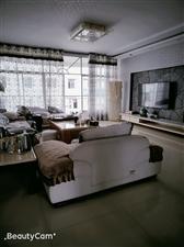 政府周边4室 2厅 2卫55.8万元