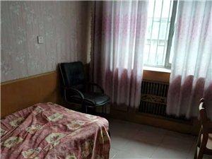 华龙小区3室 1厅 1卫1000元/月