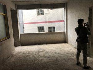 紫霞街3室 1厅 1卫30万元