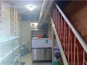 通业小区8室 2厅 4卫100万元
