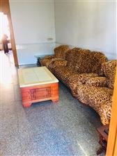 城中心套房出租3室 2厅 1卫1600元/月