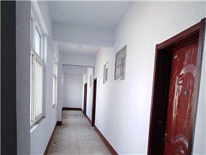 苏嘉公寓1室 1厅 1卫750元/月