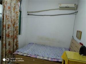 平房公寓1室 1厅 1卫380元/月