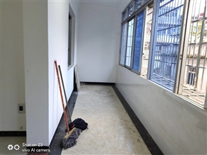 商贸城3室 2厅 2卫66万元带柴间