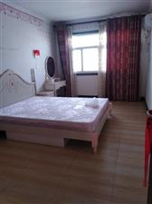 超低拎包龙翔花园5楼3室 2厅 2卫1500元/月
