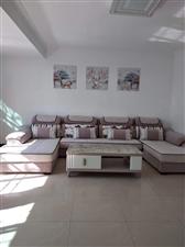 龙馨花园,精装修3室2厅2卫,售价83.8万元
