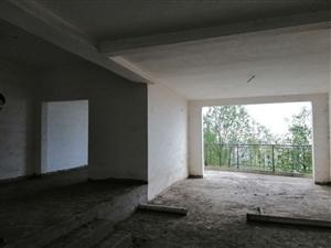领秀边城旁边4室 2厅 2卫46.8万元